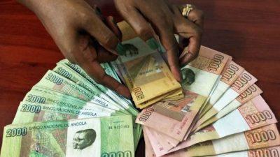 Kwanza recupera ligeiramente face ao euro e mantém mínimos frente ao dólar